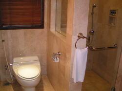 パトラバリ クラブスイートのトイレ・シャワーブース