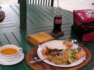 昼食のビュッフェ