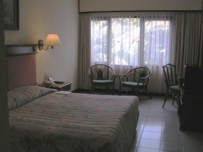 サヌール・パラダイス・スイートのメインベッドルーム1