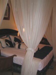 グランド・ミラージュの天蓋付きベッド