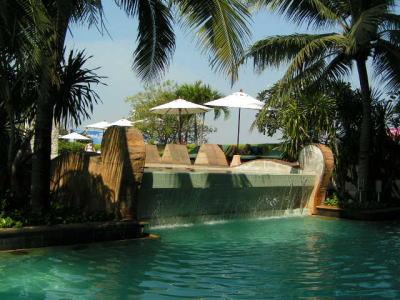 センチュリー・パークホテルのプール