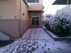 雪の日会社入口