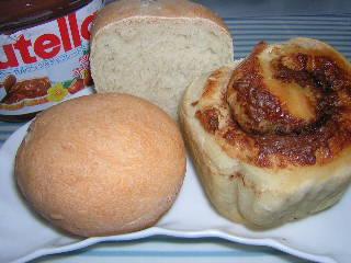 バナナチョコロールパンとトマトチーズパン