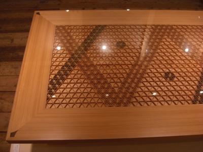 受賞作品の組子細工の家具