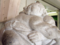 両国駅前の彫像どアップ