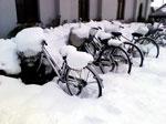 雪の駐輪場写真2