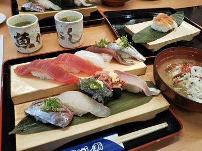 沼津魚がし鮨 流れ鮨の近海握り