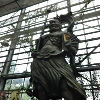 黒い仁王像