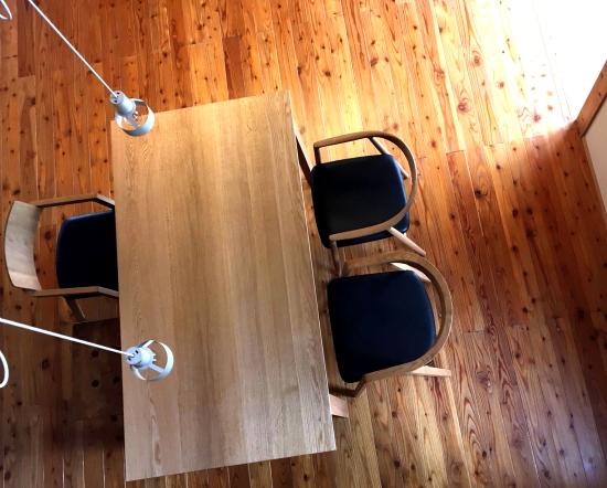 ソリドメテーブルとチェアのお届け写真