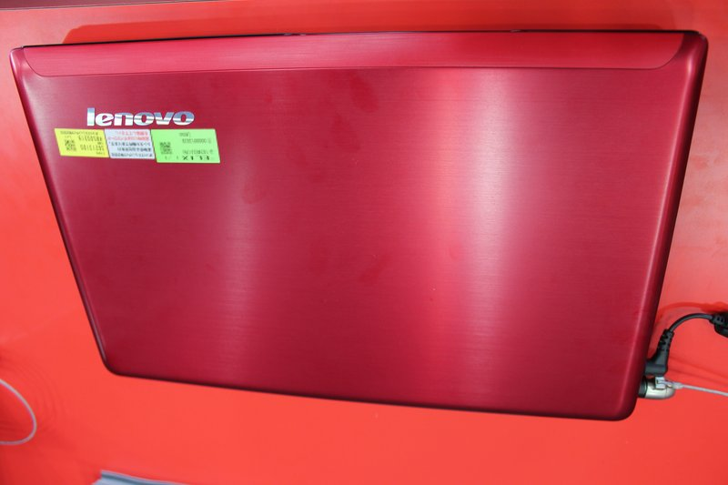 IdeaPad Z570 メタルレッド