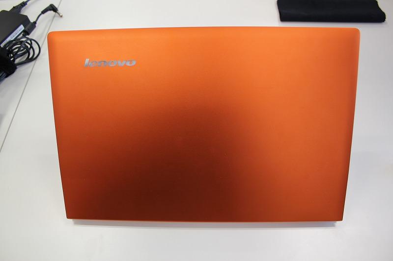 IdeaPad U300s 天板のクレメンタルオレンジ