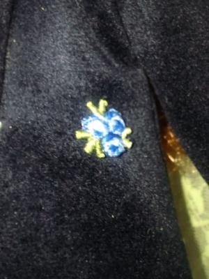 28693296ac917 フェイクのフラップとか、ポケットの作り込みが一切無いのはコートとして本来減点だけど、刺繍で出来たのワンポイントモチーフを該当する場所に付け、代わりに デザイン ...