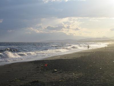 波も夕日に染まっていき、雰囲気は一段とムーディに。。。