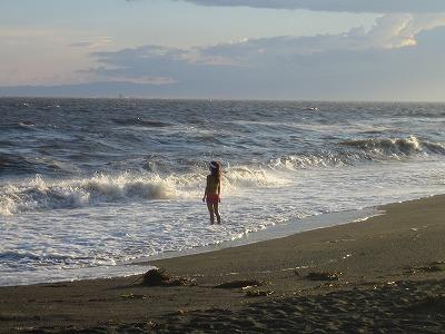夕日と波と女。まるで絵画のタイトルみたい。(笑)