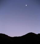 夕方の月 西伊豆 12月
