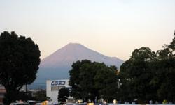 新富士駅から紅葉の富士山