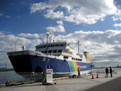 清水港着岸直前の駿河湾フェリー(2010年12月)