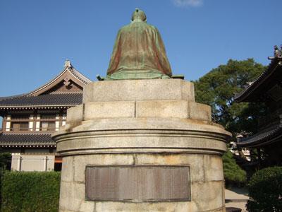 貝原益軒銅像後ろ