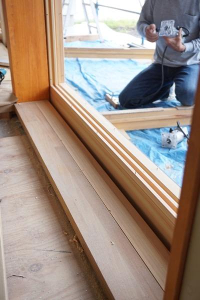 外部木製建具立て込み中
