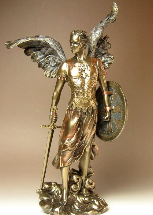 大天使ミカエル像