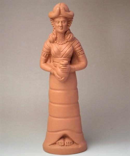 壺を持つイナンナ/イシュタル像