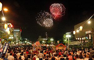 YASSAフェスティバル会場と花火