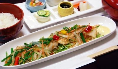 カレイの唐揚げ健康サラダ風700
