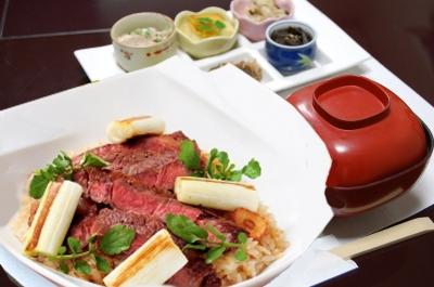 国産牛ステーキ丼1100