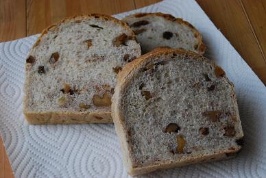 レーズンと胡桃の全粒粉食パン