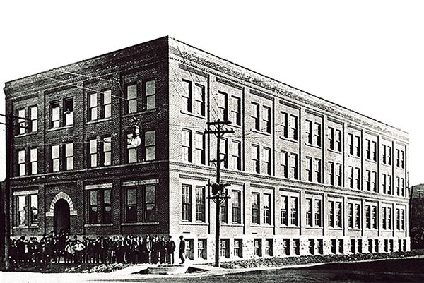 red-wing-shoes-history-philosophy-and-iconic-products-red-wing-factory-in-red-wing-mn-image-via-red-wing-heritage[1].jpg