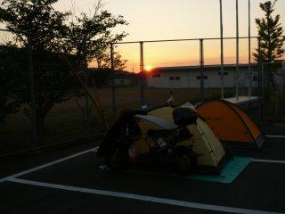 山越近くの駐車場夜明け