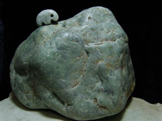 日本翡翠大型原石・1(青緑) 200mm/5.70kg
