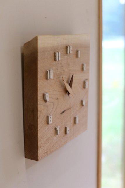 木と陶器の時計
