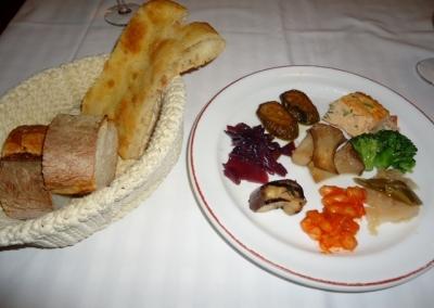 白金台 目黒 トラットリア ダル・ビルバンテ・ジョコンド ランチ前菜 パン