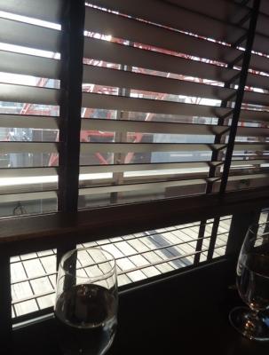 WAKANUI ワカヌイ 店内窓側席