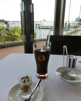 竹芝「ツキ シュール ラメール」ランチコーヒー ミニデザート ティラミス