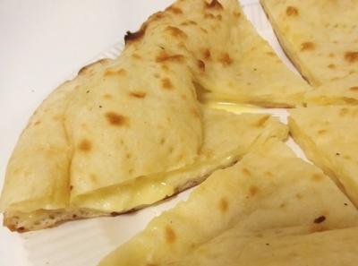 六本木 インド料理「MOTI モティ」チーズナン