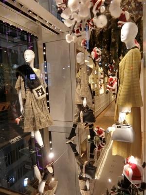 GINZA SIX 銀座シックス FENDI フェンディのショーウィンドウ 2017年11月 クリスマス サンタクロース
