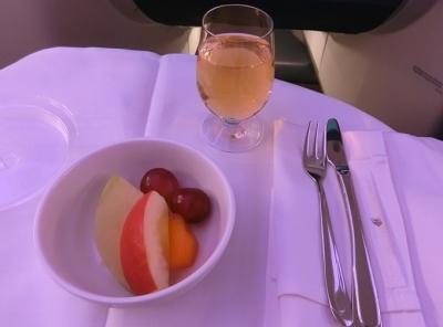マレーシア航空 ビジネスクラス成田〜クアラルンプール 機内食 朝食フルーツ
