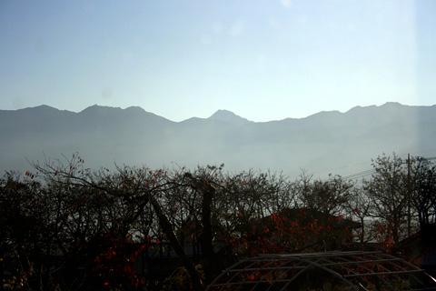 植月邸から眺める南アルプス(中央に北岳)