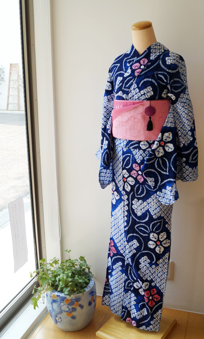 【浴衣】藍色地花の絞り浴衣 #kimono #着物   ちぇらうなぼるた雑 ...