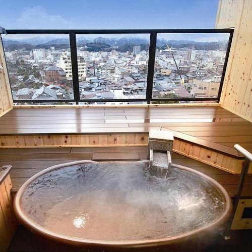 客室露天風呂の信楽焼タイプです。