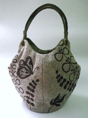 秋冬生地の『蝶と草花』刺繍トートバッグ