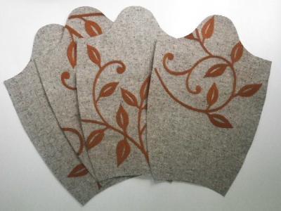 <木のツルの刺繍>