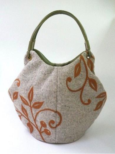 『木のツルの刺繍』トートバッグ