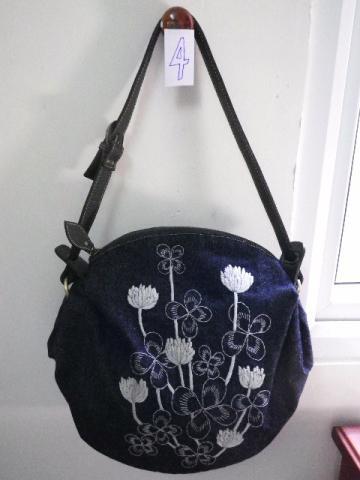 クローバの刺繍を使ったバッグ