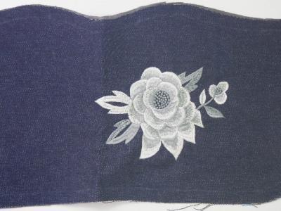 ミシン刺繍の薔薇
