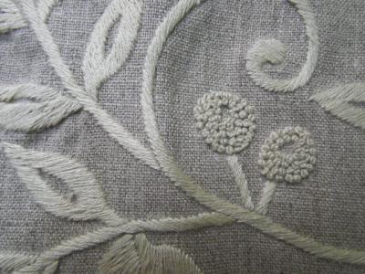 木のツル・木の実の刺繍
