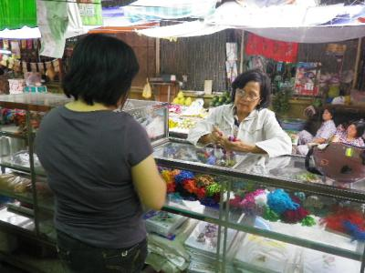 ベトナムの刺繍店