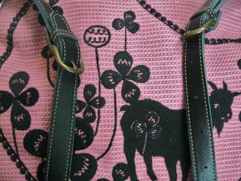 『クローバーとヤギの刺繍』ショルダーバッグ